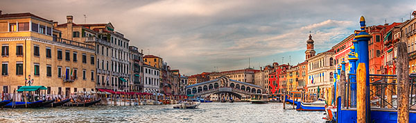 Image of the Grand Canal in front of the Rialto Bridge in Venice,Italy.