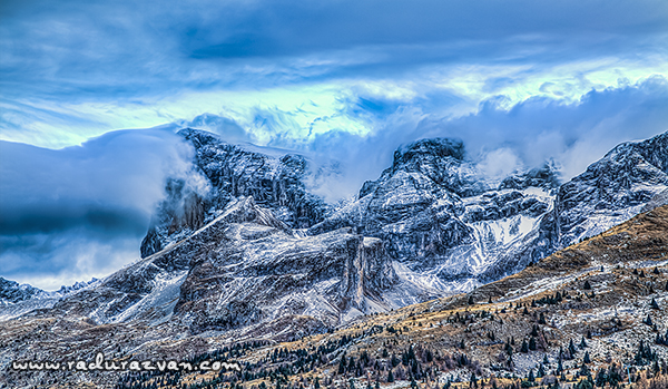 Outstanding landscape with clouds that gather above the peaks of the Massif Le Dévoluy